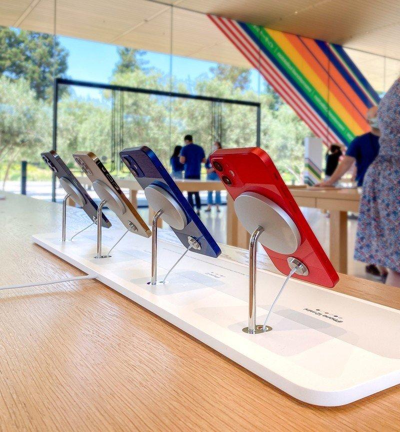 Affichage de téléphone d'Apple Store Magsafe
