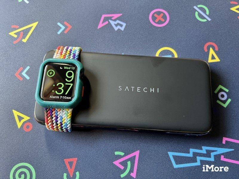 Montre Satechi Quatro Wireless Power Bank Charge